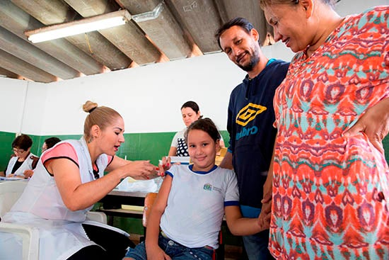 Juliana receives the vaccine with the support of her parents. She is one of the nurse girls designated by the school to talk with her peers about the HPV vaccine.