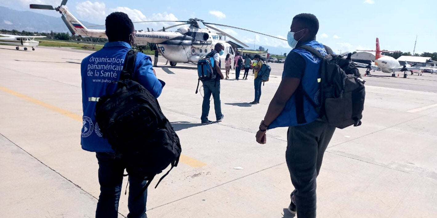 Team of PAHO/WHO experts boarding UNASS helicopter to the South of Haiti following eathquake.