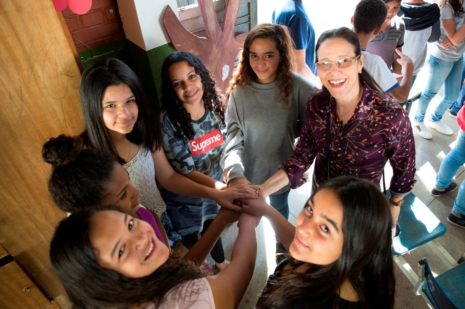 """""Marislei Brasileiro, talks with a group of teenagers about HPV vaccination and cervical cancer prevention."""""